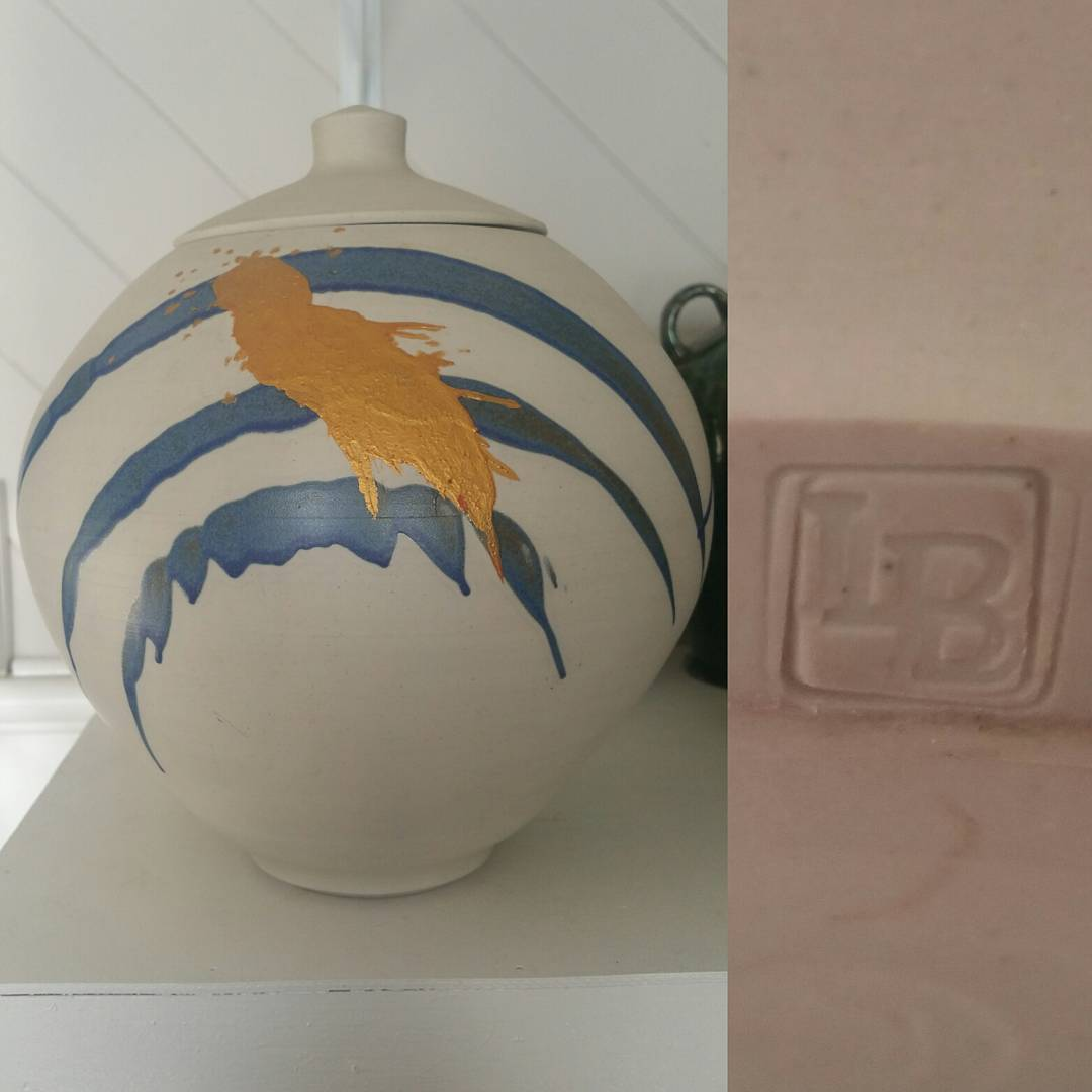 Day 5: Today's piece is by Master Australian potter Les Blakebrough from Tasmania. Circa 1986. #AustralianPottery #instapottery #Australianpotteryartist #AustralianArtPottery #AustralianArt #TasmanianPottery #LesBlakebrough #Pottery #Ceramics #AustralianDesign #1980s #1980sDesign #365DaysofAustralianPottery