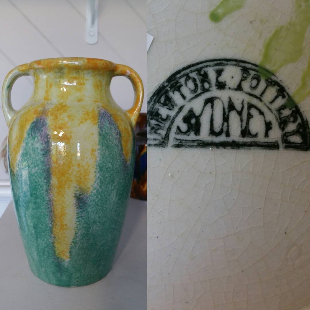 Day 8: Today's piece is from a pottery which pretty much started my collecting obsession and is where my IG handle comes from. Produced by Bakewell Bros of Erskinville NSW under their Newtone Art Ware label circa 1935. #AustralianPottery #AustralianArtPottery #Pottery #Ceramics #AustralianDesign #ArtDeco #1930s #instapottery #Design #commercialdesign #NSWPottery #BakewellBros #Newtone #NewtoneArtWare #NewtonePottery #365DaysofAustralianPottery