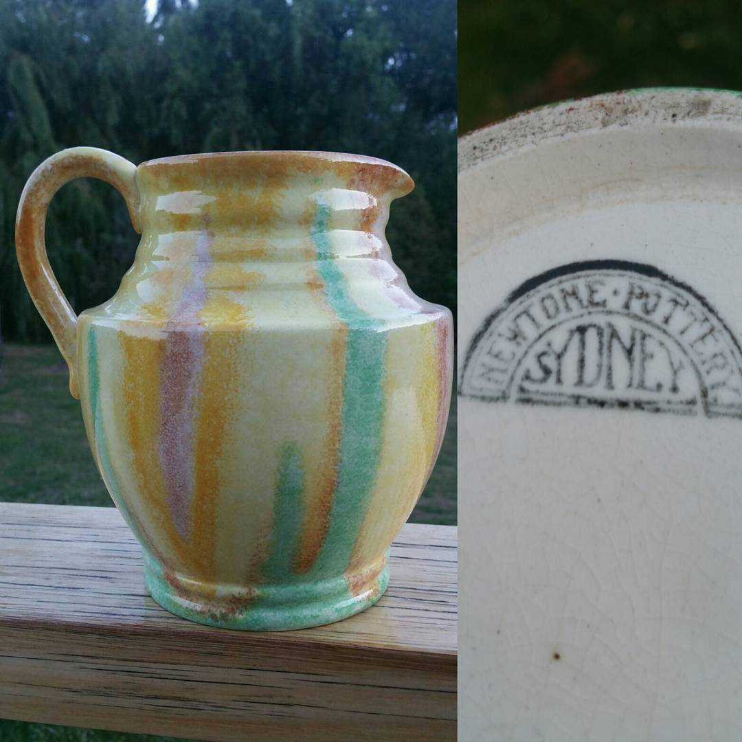 Day 12: Today's piece is my latest arrival and just happens to be another piece of Newtone. This jug is decorated in a very rare glaze combination and is a shape I've never seen before. Circa 1930's #AustralianPottery #NSWPottery #Pottery #Ceramics #AustralianDesign #AustralianArtPottery #NewtonePottery #BakewellBros #Newtone #Bakewells #ArtDeco #1930s #instapottery #365DaysofAustralianPottery