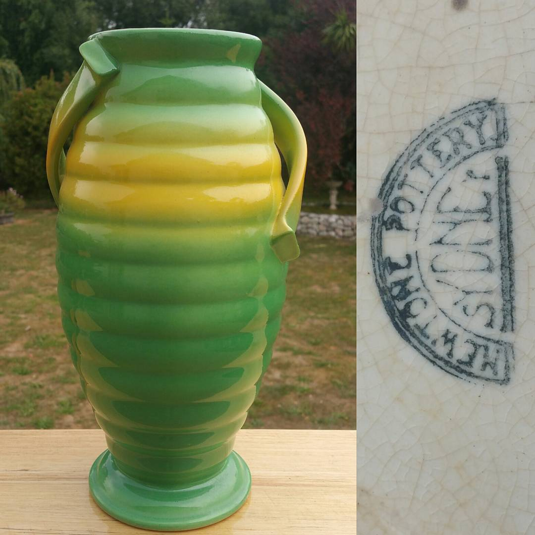 Day 19: Today's piece is by Bakewell Bros from their Newtone Art Ware line circa 1930s. This piece is shape 143 and is one of four I own. I'll post the other 3 over the coming days to show the different decorating techniques being used at the time by Bakewell Bros. This piece is (for want of a better term) air brushed. I'll also post a picture of all four side by side which will show just how hand made and individual these commercially produced pieces can be. I also have to admit that I saw this green giant and immediately thought of my friend Liz @downtoearthvintage not sure if this is the right green for you. If not don't despair i have a few to come I know you will like! #AustralianPottery #AustralianArtPottery #NSWPottery #BakewellBros #Newtone #Bakewells #NewtonePottery #NewtoneArtWare #Art #Design #ArtDeco #australianceramics #Ceramics #Pottery #instapottery #365DaysofAustralianPottery