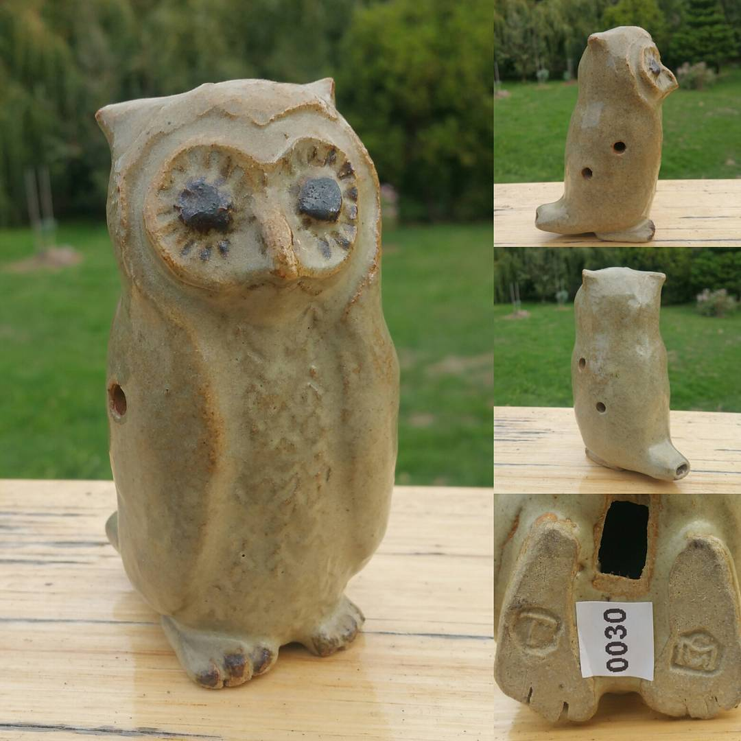 Day 60: Today's piece is another Owl. This time by my fav Tasmanian potter Cynthia Mitchell. This Owl hides a little secret which you only really notice when you turn him round. He is a whistle (or ocarina). One of 10 different whistles I have by Cynthia. I'm guessing there has to be at least one more as I don't have a Tassie Devil which she would have had to have made! #AustralianPottery #AustralianArtPottery #Pottery #Ceramics #instapottery #AustralianDesign #TasmanianPottery #TasmanianCeramics #TasmanianArt #Owl #Owls #CynthiaMitchell #SadlersCourtGalleryRichmond #sadlerscourt #Ocarina #Whistle #RetroPottery #365DaysofAustralianPottery
